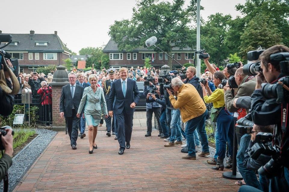 deschiderea oficiala fabrica Gazelle - regele si regina Olandei