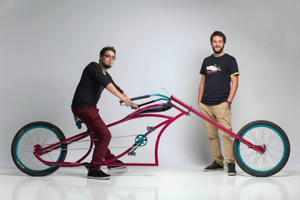 Cautand bicicleta folosit omul