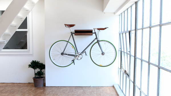 Suport de prins bicicleta pe perete lemn