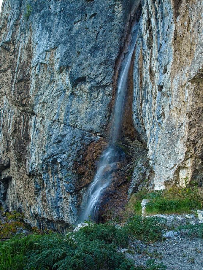 Trasee montane Cernei Cascada Vanturatoarea