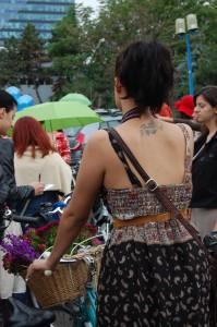 ...cu tatuaje...