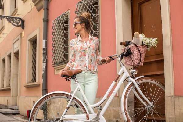 Cadou martie - bicicleta de oras Romet