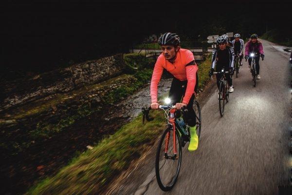 Mers pe bicicleta noaptea - lumini.jpg