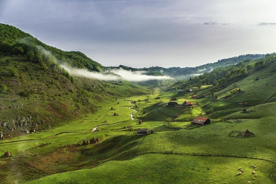 Trasee montane Muntii Sureanu Fundatura Ponorului
