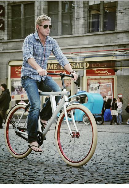 so? ia cauta barbat de biciclete