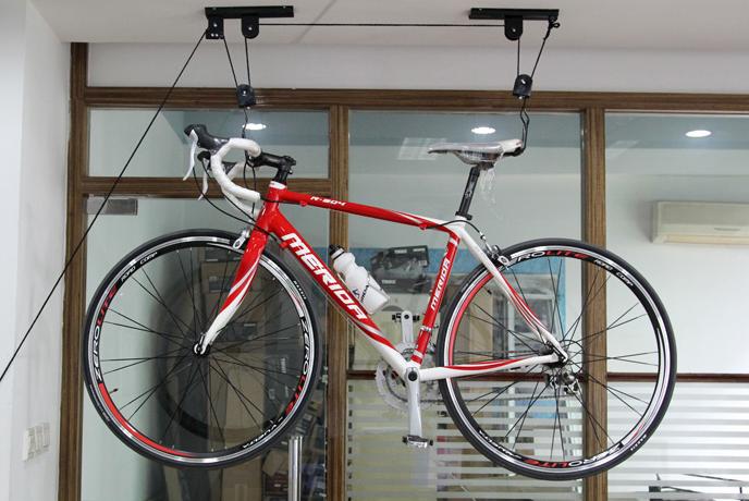 Suport depozitare bicicleta pe tavan
