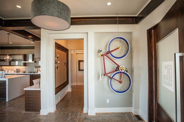 Suport bicicleta pe perete