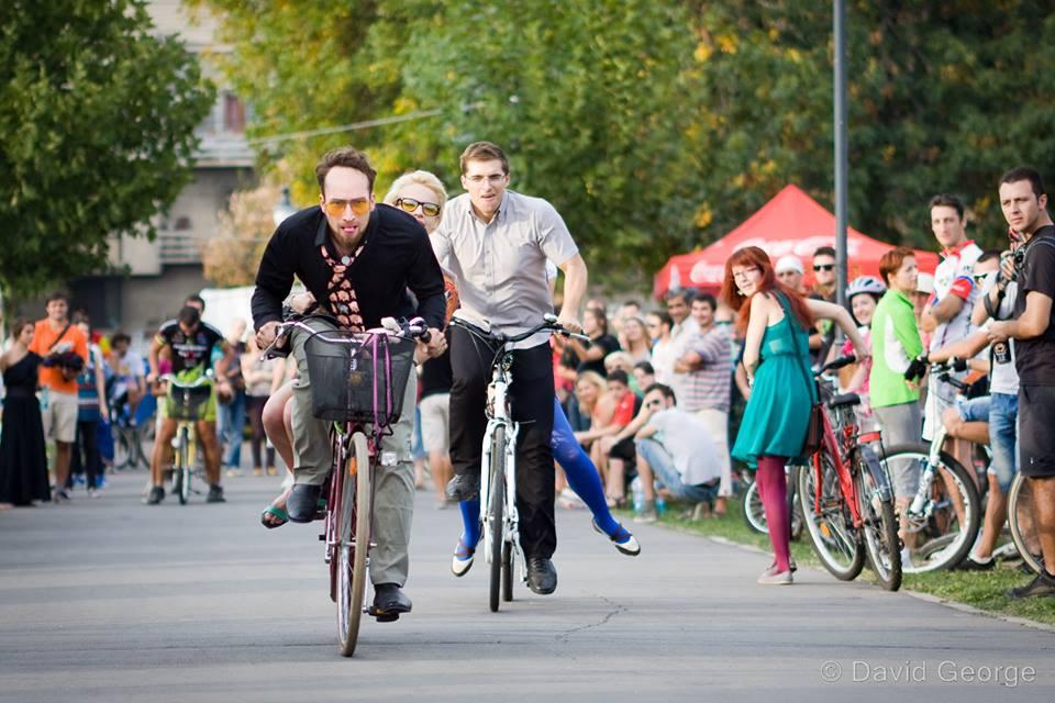 doi pe bicicleta