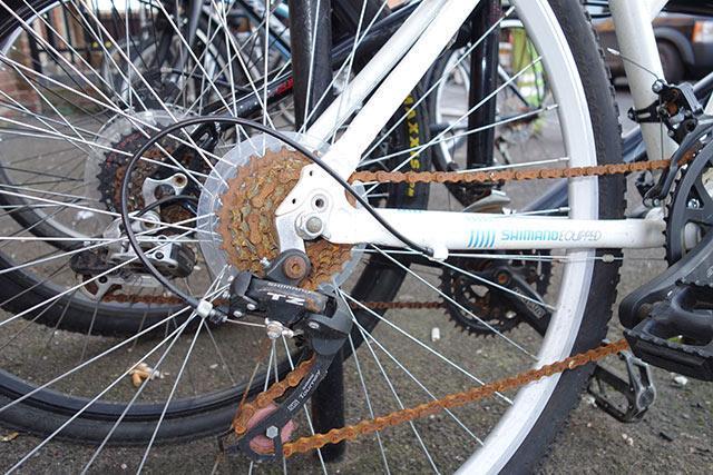 Bicicleta cu lantul ruginit